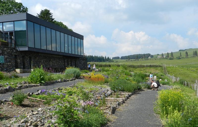 Le jardin botanique de l 39 aubrac aubrac laguiole fr for Camping le jardin botanique limeray